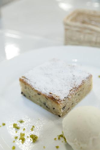 ヘーゼルナッツとチョコレートのケーキ ミルクジェラート添え, La Fermata, 新宿伊勢丹 イタリア展