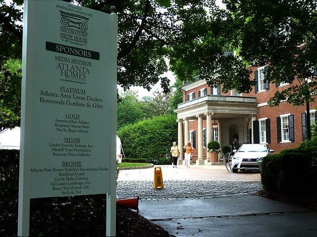 P1080124-Atlanta-Symphony-Decorators-Show-House-Knollwood-the KiserHouse-by-Shutze-1929-driveway-approach