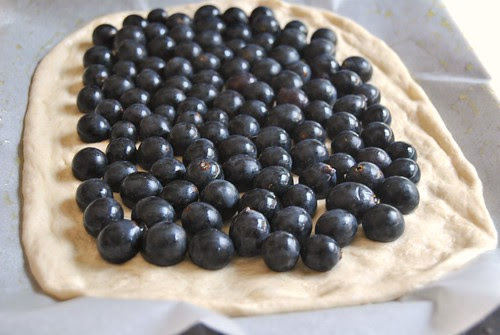 Focaccia dolce con uva fragola