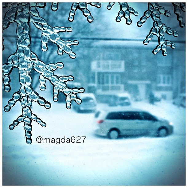 View from my window #winter #white #bigwhite #snow #bw #blackandwhite #street #streetphotography #montreal #quebec