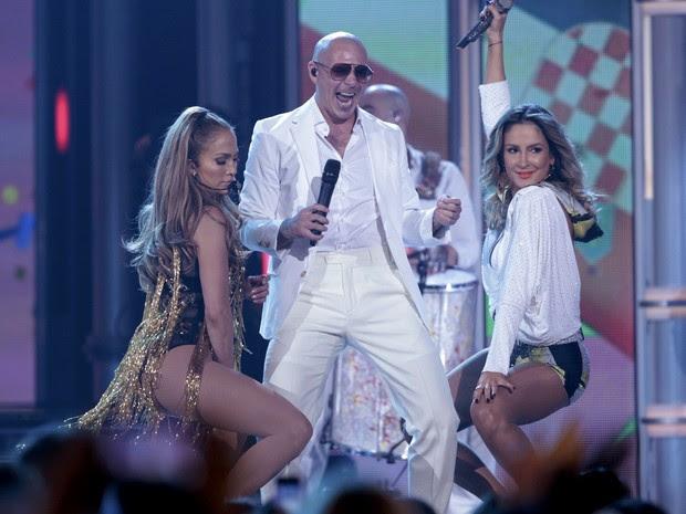 Jennifer Lopez, Pitbull e Claudia Leitte apresentaram 'We Are One (Ole Ola)' durante a premiação (Foto: Reuters/Steve Marcus)
