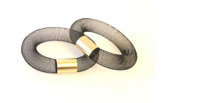 """צמיד רשת 16 מ""""מ עם צינור בציפוי זהב ( מק""""ט 20029040 )"""