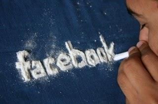 Facebook te hace engordar, gastar más dinero, bajar tus calificaciones y en general ser más infeliz