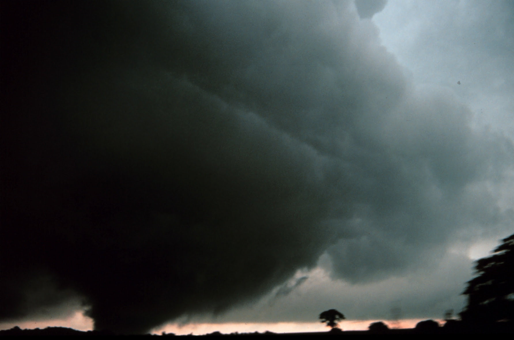 http://upload.wikimedia.org/wikipedia/commons/0/05/Tornado_near_Minco%2C_Oklahoma_-_NOAA.jpg