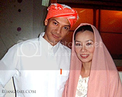 Foto Adjie Massaid bersama mantan Istri Reza Artamevia