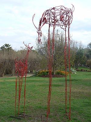 deux sculptures rouges.jpg