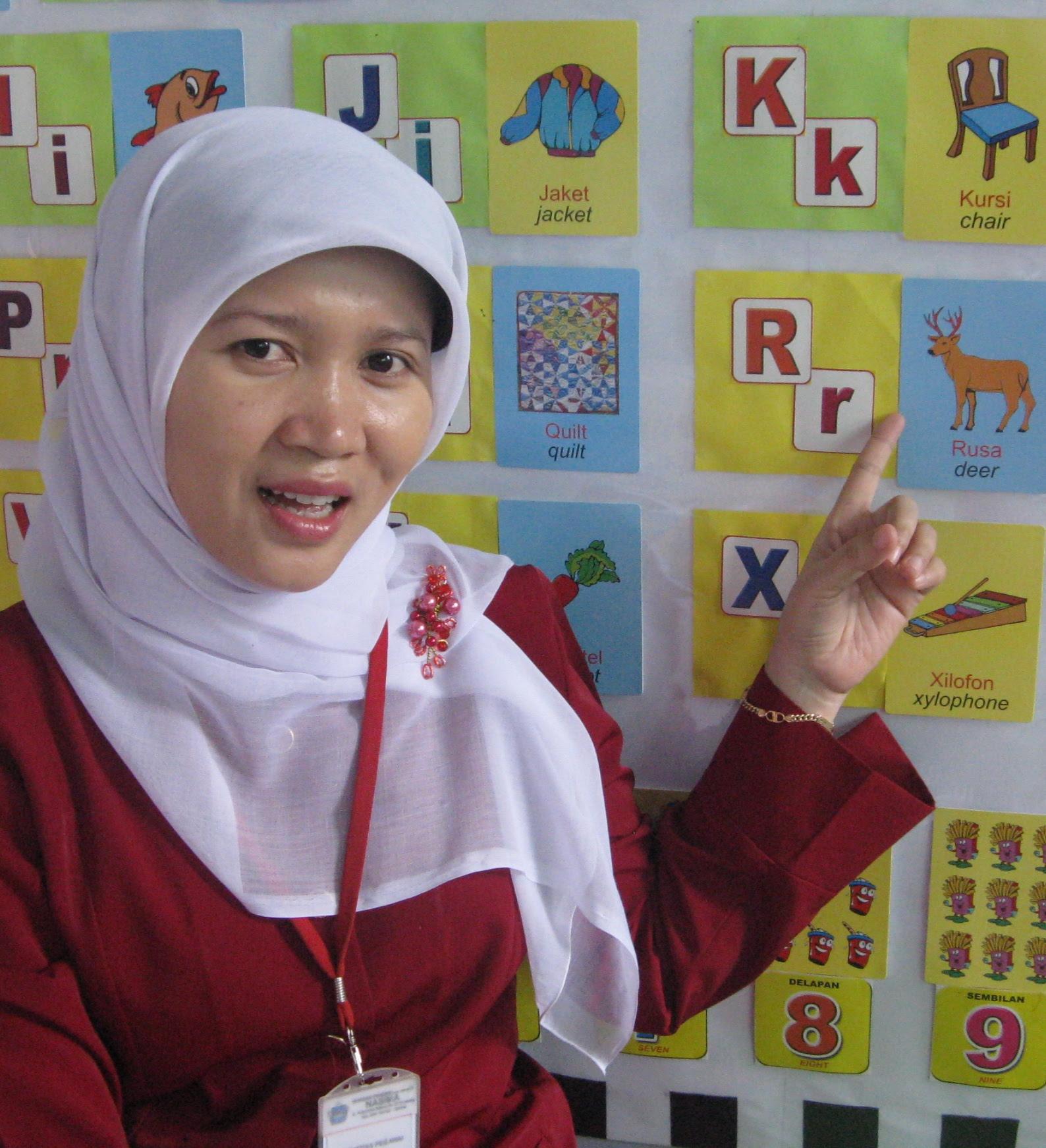 Sudahkah anak anda yang saat ini berusia KB TK bisa membaca Di Indonesia memang semua serba dilematis di satu sisi kurikulum di TK melarang unutk