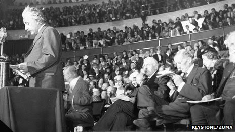 Einstein at the Albert Hall, 1933