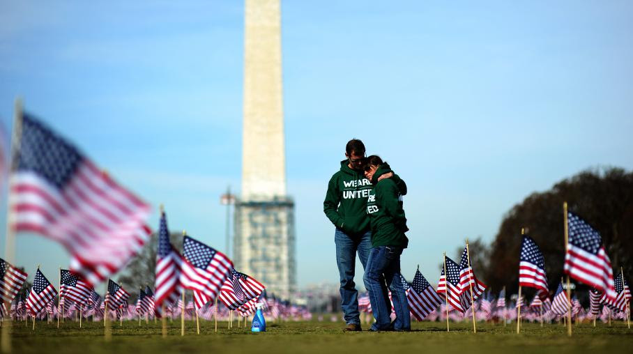 Le 27 mars 2014, 1 892 drapeaux américains ont été plantés sur le National Mall àWashington, en hommage aux 1 892vétérans qui se sont donné la mort depuis le 1er janvier.