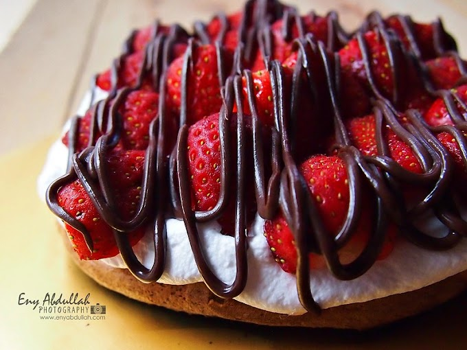 Double Chocolate Pavlova