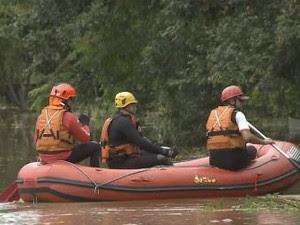 Bombeiros encontram corpo de homem desaperecido (Foto: Reprodução/TV Vanguarda)