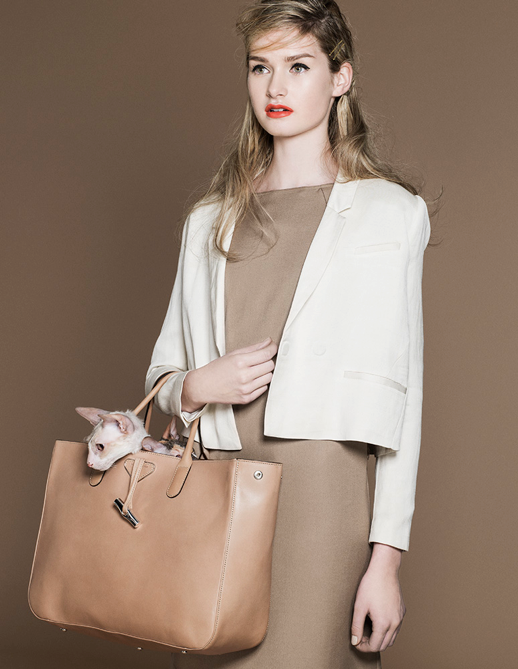LE FASHION BLOG NEUTRALS KITTIES EDITORIAL TRENDI MAGAZINE DRESS TOTE Styled by Mari Kosunen Photos Elina Simonen Makeup Hair Miika Kemppainen Model Johanna Gronholm WAVY TEXTURED HAIR SIDE BOBBY PIN WHITE CROPPED TUX TUXEDO JACKET BROWN SHIFT DRESS NUDE LEATHER TOTE CUTE CATS KITTENS 3 photo LELOVEBLOGNEUTRALSKITTIESEDITORIALTRENDIMAGAZINEDRESSTOTE3.png