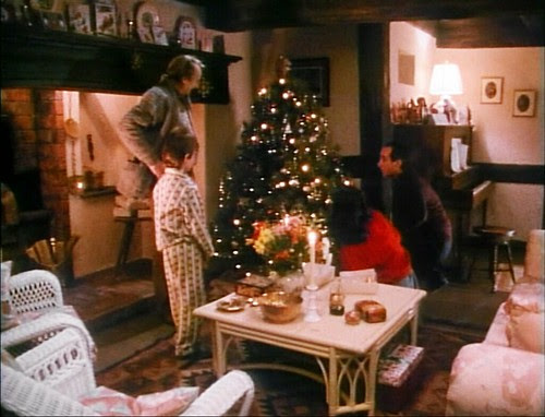 achildschristmas_allaroundxmastree