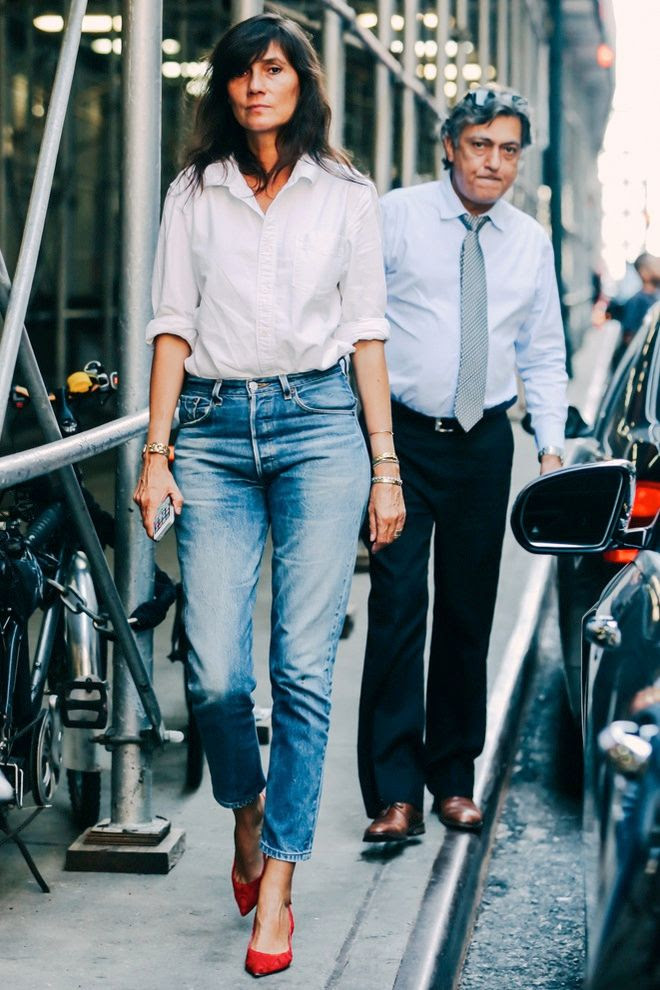 Le Fashion Blog Emmanuelle Alt Street Style White Button Down Shirt Cropped Jeans Red Kitten Heels Classic Casual Chic Outfit Via Vogue France