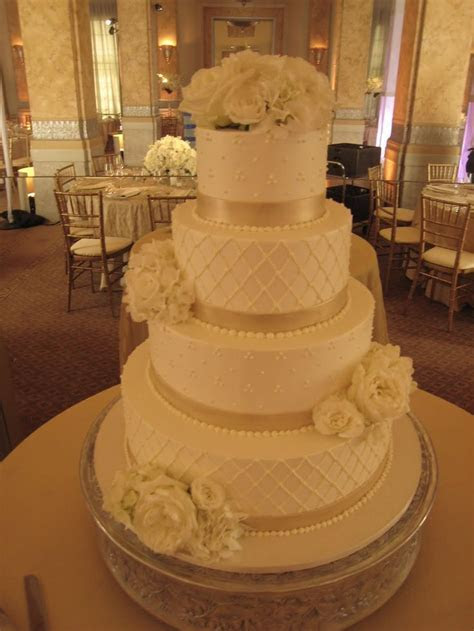 Best 25  Champagne wedding cakes ideas on Pinterest