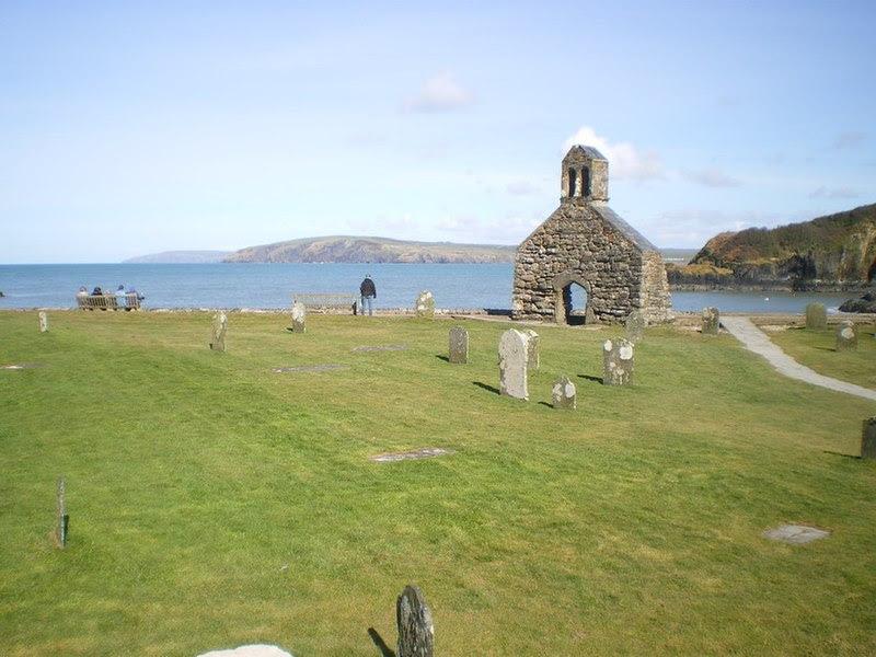 File:Ruins of St Brynach's, Cwm-yr-Eglwys - geograph.org.uk - 1800572.jpg