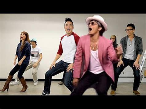 Crazy Uptown Funk flashmob in Sydney   FunnyCat.TV