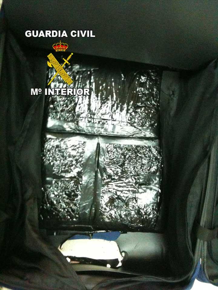 La Guardia Civil desarticula una organización internacional dedicada al tráfico de drogas entre Madrid y el archipielago canario