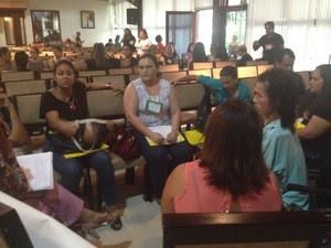Professores debateram sobre situação da educação a deficientes visuais (Foto: Cassio Albuquerque/G1)
