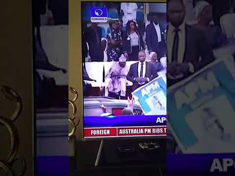 Tinubu Throws APC Flag After Being Frustrated With The Campaign In Ogun State (See)