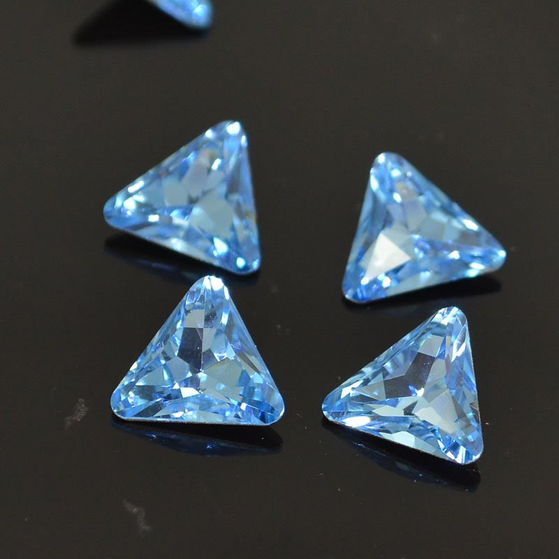 s41142 Swarovski Rhinestones - 10 mm Trillion Cut (Article 4722) - Aquamarine (1)