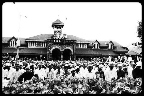 Kal Musalman Gale Milkar Eid Manayenge  - Sheer Korma Aur Biryani Khayenge  Khilayenge by firoze shakir photographerno1