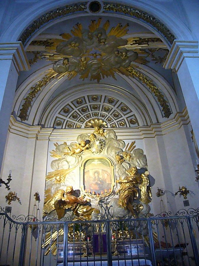 File:Divino Amore - altare maggiore 1220632.jpg
