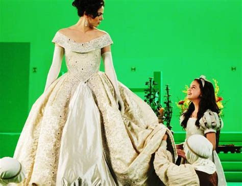 Once Upon a time Behind the scenes shot of Regina (Lana