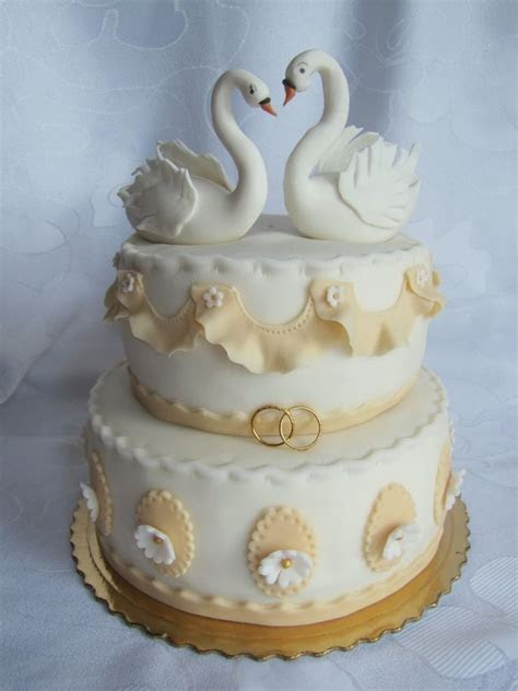 17 Best images about Swan cakes on Pinterest   Flora