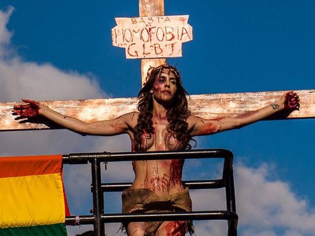 Manifestação contra a homofobia na 19ª Parada do Orgulho LGBT na Avenida Paulista, neste domingo (7)  (Foto: (Foto: Reuters/Joao Castellano))