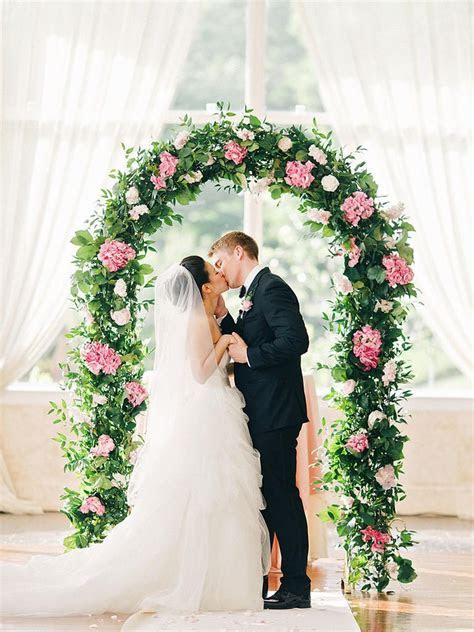 17 Creative Indoor Wedding Arch Ideas   For Future Use