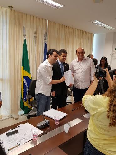 Os prefeitos de Altamira e Santa Inês com Adriano Sarney: acordo selado