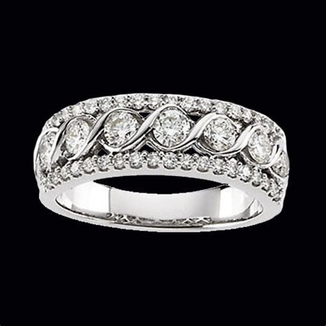 Gorgeous Diamond Anniversary Band