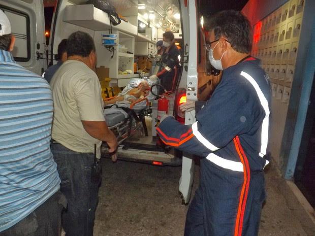 Criança foi levada para hospital vítima de disparo de espingarda na cabeça (Foto: José Nilson Ferreira )