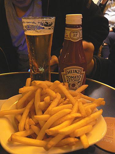 frites et bière à SAint-Eustache.jpg