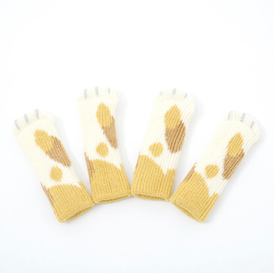 cat-paw-sock-feet-chair-nekoashi-toyo-case-3