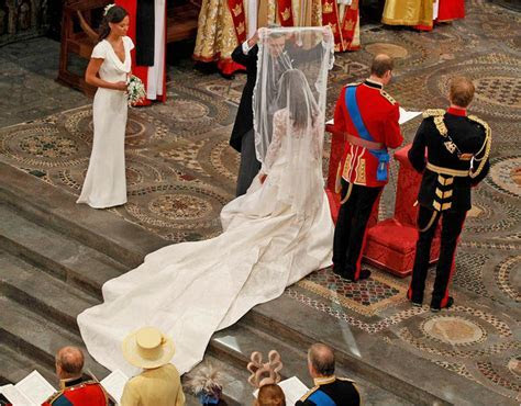 Kate Middleton?s Wedding Dress Unveiled ? The Simply