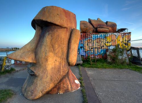 NDSM Terrein / Terrain Moai Statue