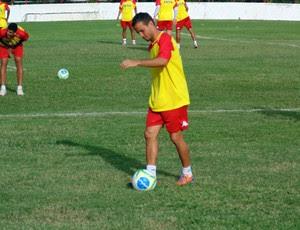Morais, meia do América-RN (Foto: Jocaff Souza/GloboEsporte.com)