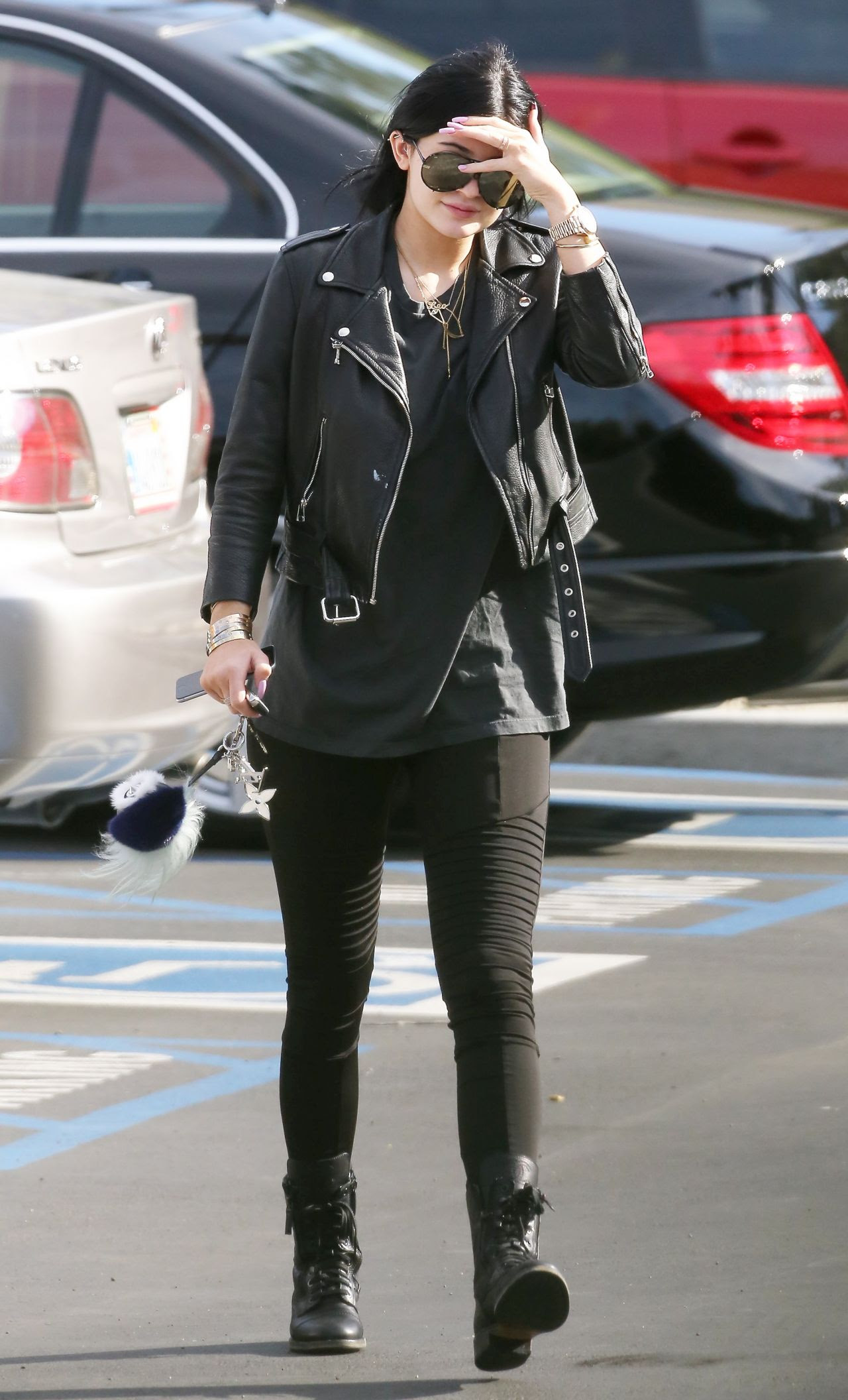 kylie jenner street style  out for lunch in calabasas