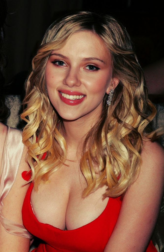 Scarlett Johansson Hot Cleavage Show at Golden Globes Award Party - Sexy Actress Pictures | Hot Actress Pictures