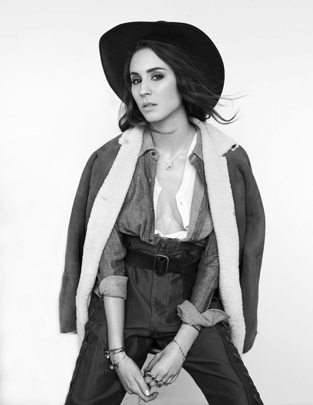 http://celebmafia.com/wp-content/uploads/2014/09/troian-bellisario-flaunt-magazine-136-the-distress-issue_2.jpg