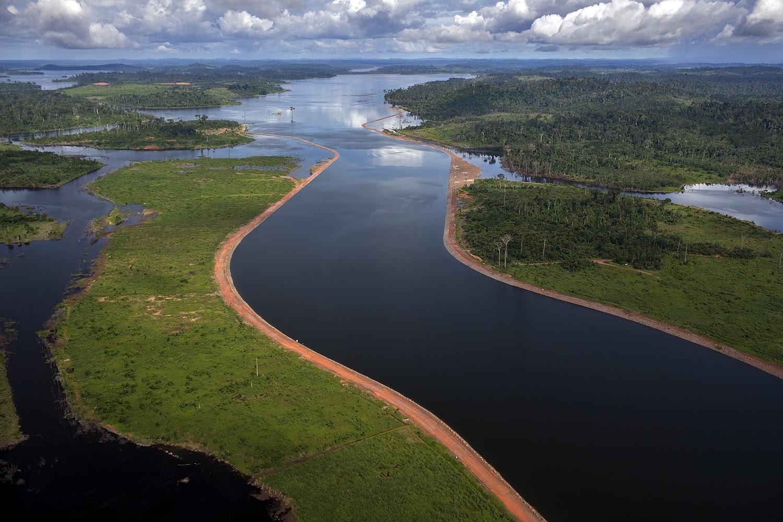 """Vista aérea dos canais que levam à barragem da Usina Hidrelétrica de Belo Monte: """"O Xingu não era aqui!"""""""