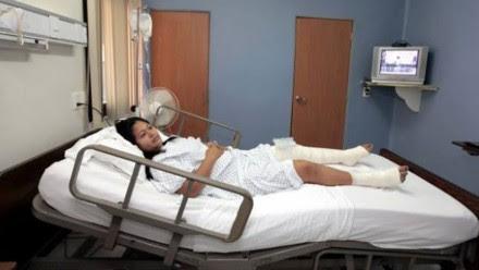 Marlis Cupil López, la contadora y secretaria del extesorero del gobierno granierista, hospitalizada después de su golpiza. Foto: Tabasco Hoy