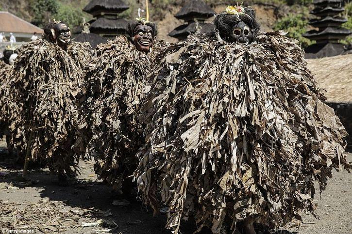 tradiciones de trunyan bali indonesia