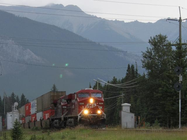 CP 8858 at Banff East