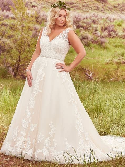 Flattering Wedding Dresses For Curvy Brides with regard to