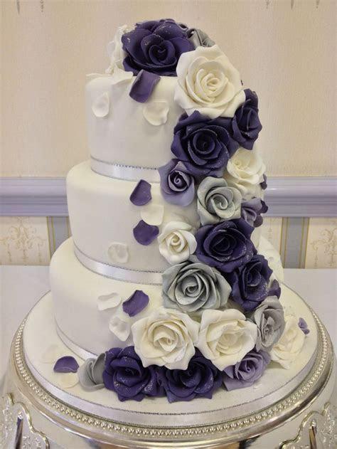 Wedding cake, lilac, purple and silver roses.   Dun Dun