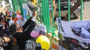 Wellwishers outside the hospital in Pretoria (17 June 2013)