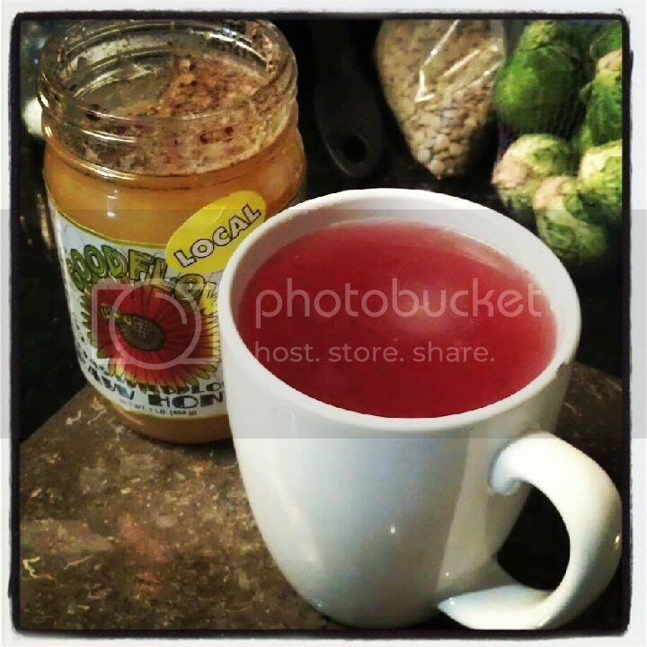 Easy Winter Cleanse: Hot Lemon & Cranberry Detox Drink | www.therisingspoon.com